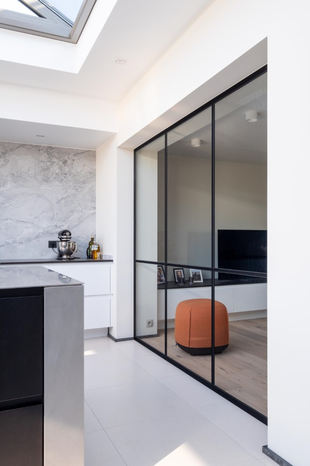 Keuken: Glazen scheidingswand met steellook