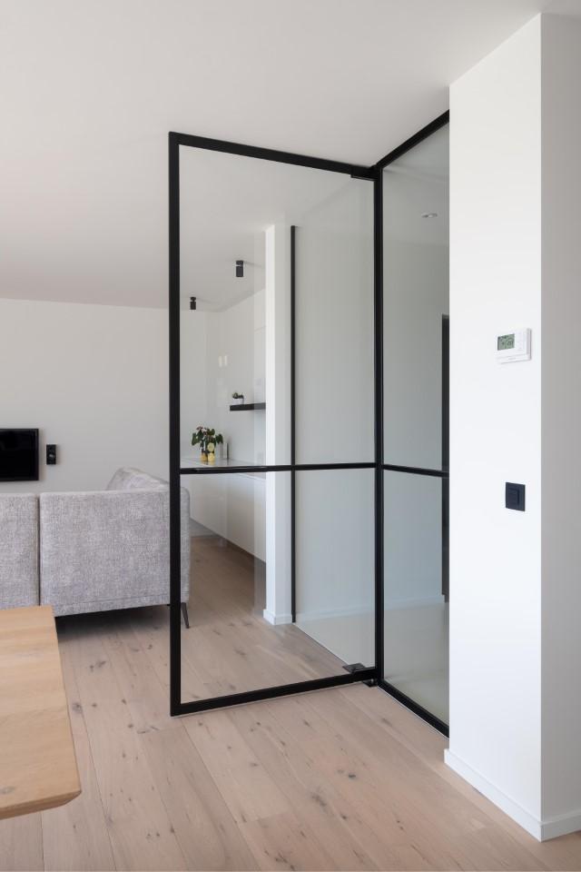 Woonkamer: Steellook glazen deuren