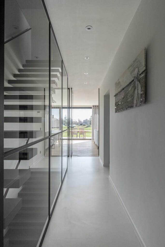 Glazen balustrades in gehard glas met steellook.