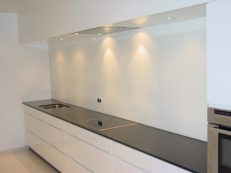 Keuken: Gelakt glazen wandbekleding