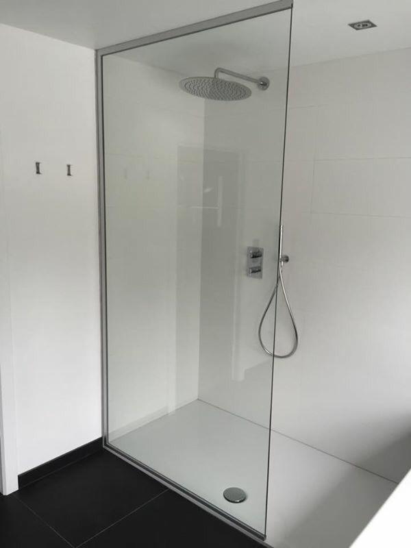 Badkamer glazen douchewand